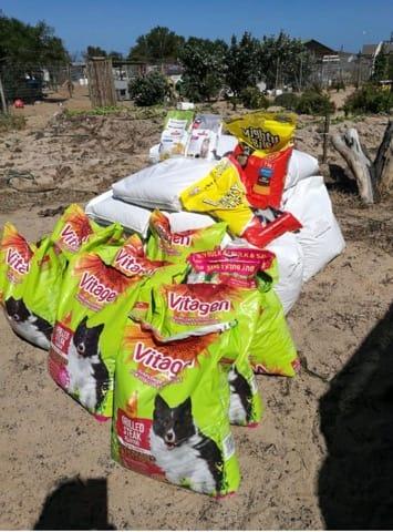 Unloading 514kg of dog food 13 Jan 2019